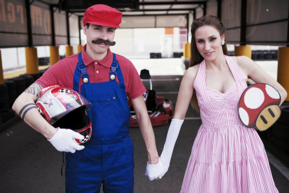 These Are The Most Awkward Engagement Photos Youll Ever See - 35 awkward engagement photos ever