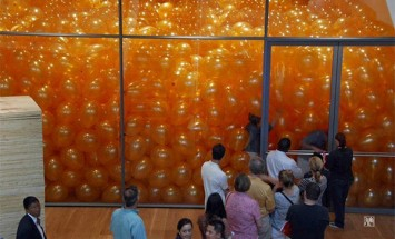 Here Is The Secret Of This Room Filled With Balloons. You Will Be Surprised!!