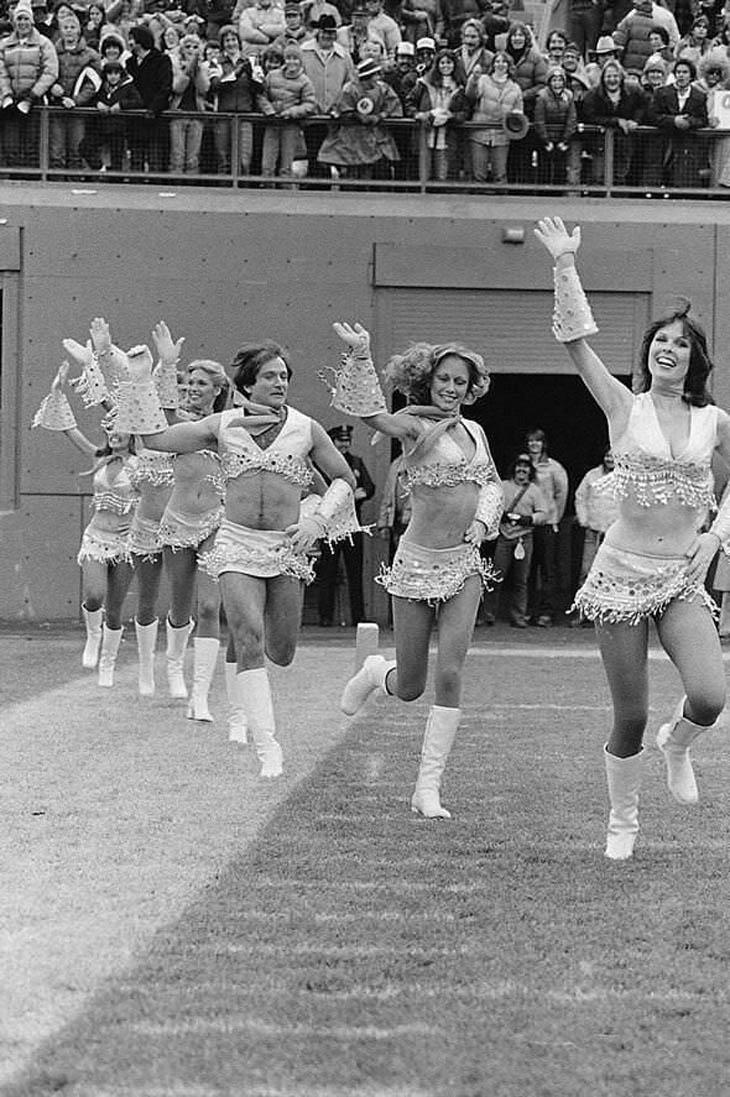 Robin Williams dressed like a cheerleader - 1980