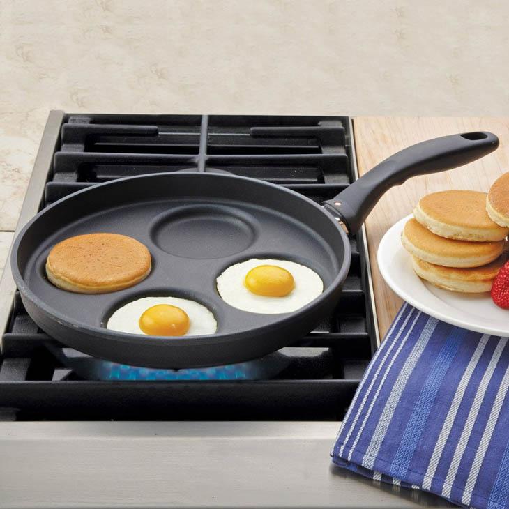 Clever Inventions - Multitasking pancake plett pan.
