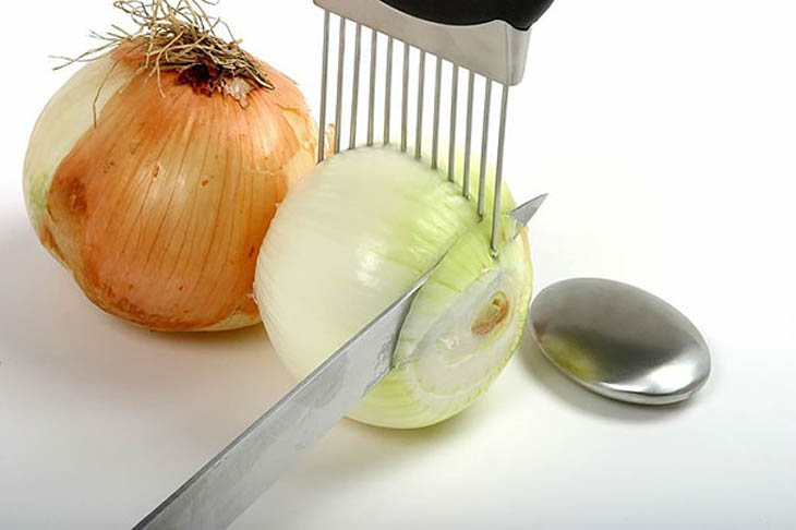 Onion holder to get perfect slices.
