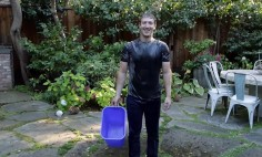 Mark Zuckerberg Poured A Bucket Of Ice Water Over His Head. This Is Really Crazy!