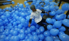 They Put 5001 Balloons In Skateboarding Arena And The Fun Begins…