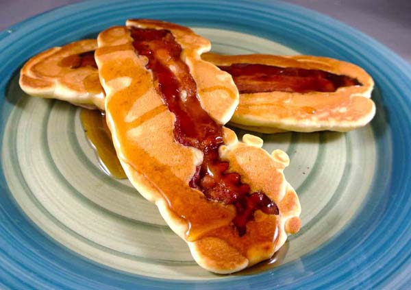 Make cool pancakes with a slice of bacon.