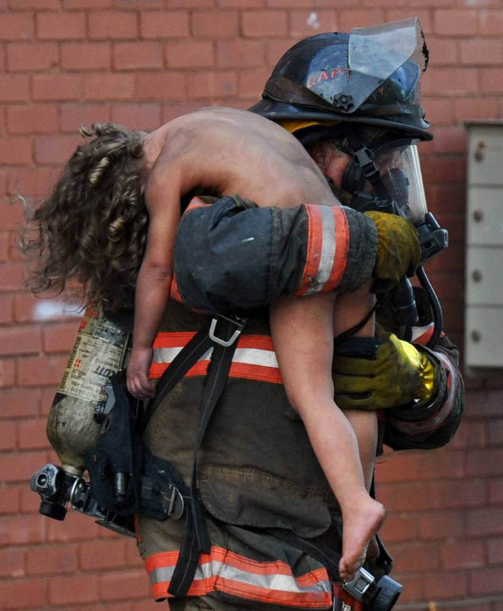 Captain Donald Spindler pulls 6 year-old Aaliyah Frazier from a fire in Indiana