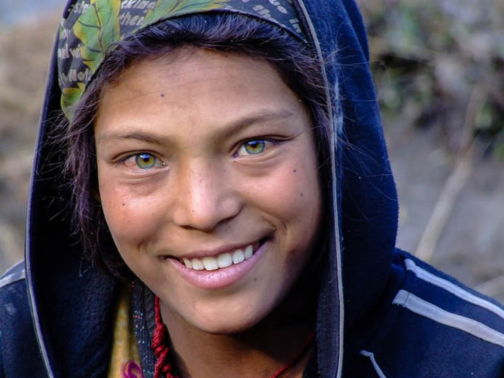 Powerful photos - Green-eyed girl from Nepal