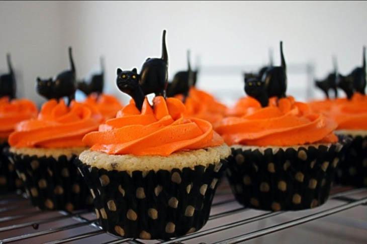 Black Cats Cupcakes