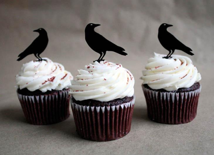Raven Halloween Cupcakes