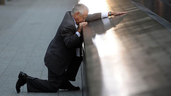 21st century photos - Robert Peraza, who lost his son, mourns 10 years after the 9/11 terror attacks [2011]