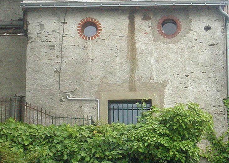 Houses with human faces - Barbu