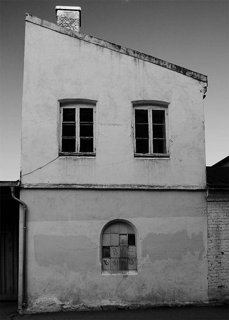 Houses with human faces - House uprised