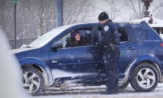 Police Officer Stops A Car For Traffic Violation. Moments Later? A Miracle Happens.