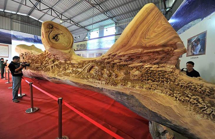 Wooden sculptures by Zheng Chunhui