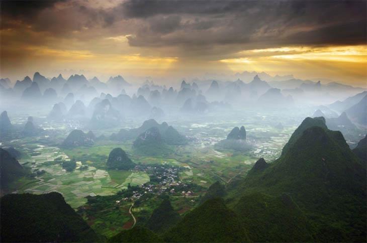 Hot air balloon ride over Yangshuo, China
