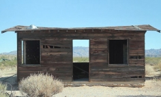 What He Did With An Abandoned Shack In The Desert Is Just BREATHTAKING!