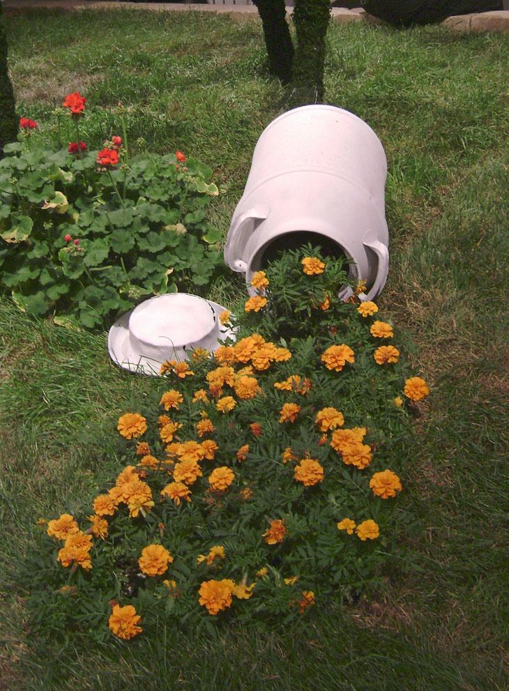 Creative Spilled Flower Pots