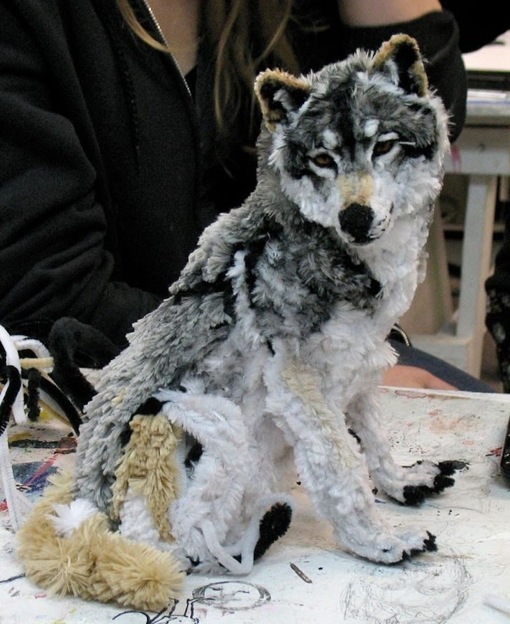 A wolf designed entirely out of pipe cleaners.