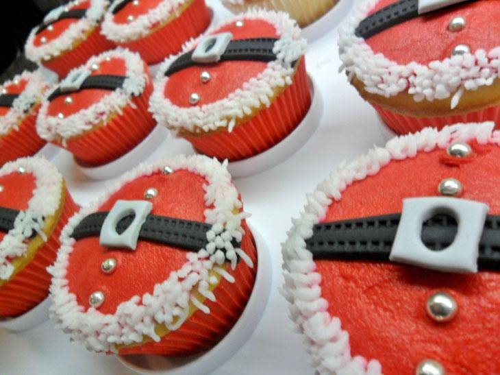 Santa's Belt Cupcakes