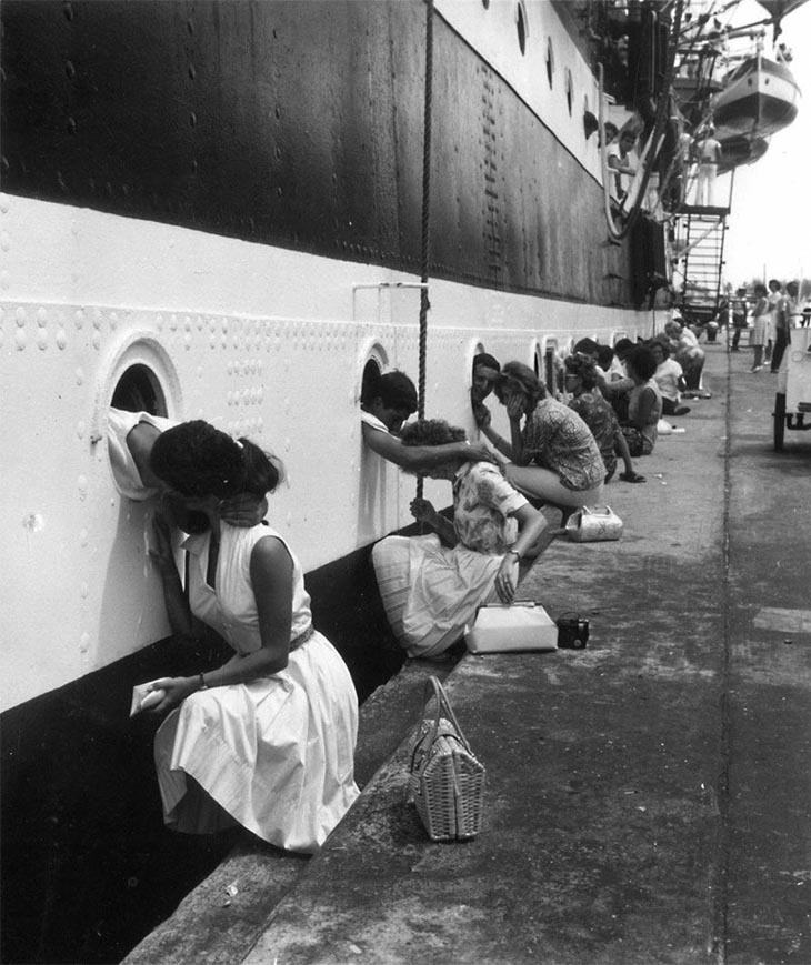 Wartime photos: American Soldiers Getting Last Kiss On Ship Before Deployment To Egypt, 1963