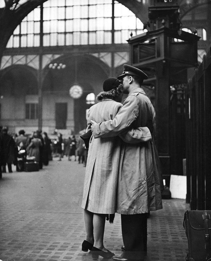 Wartime photos:Saying Farewell To Departing Troops At New York's Penn Station, April 1943