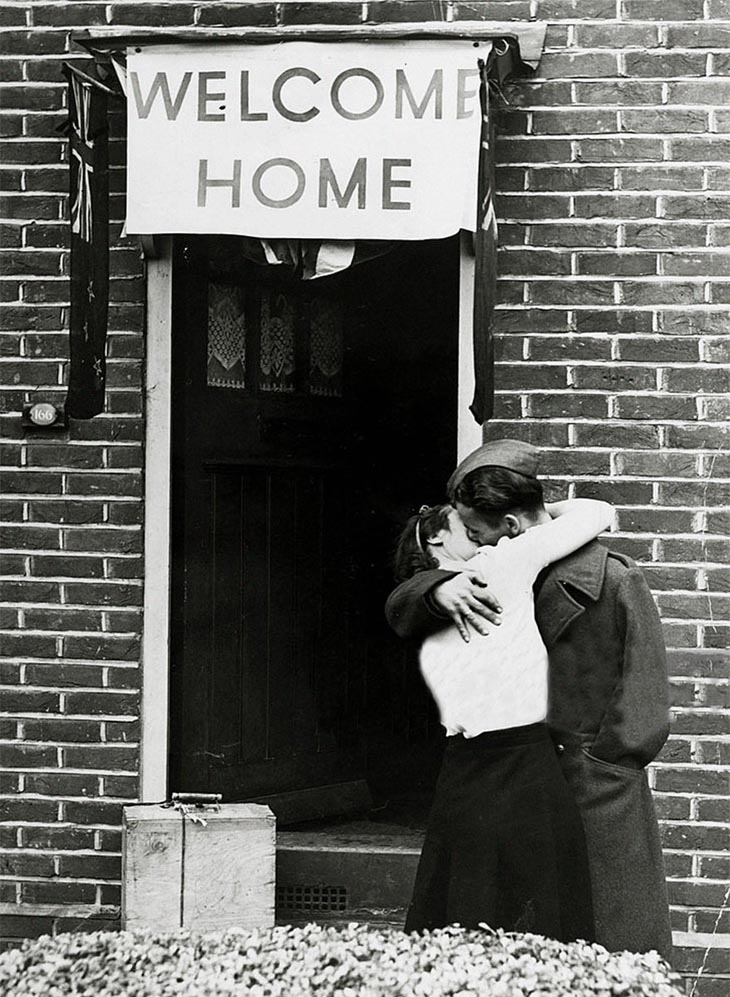 Wartime photos:A British Soldier Kisses His Wife On His Return From Serving With The Armed Forces, 1945
