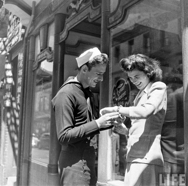 Wartime photos: A Present For His Girlfriend, California, 1943