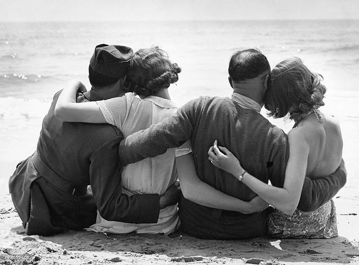 Wartime photos: Evacuated French Troops Relax On An English Beach