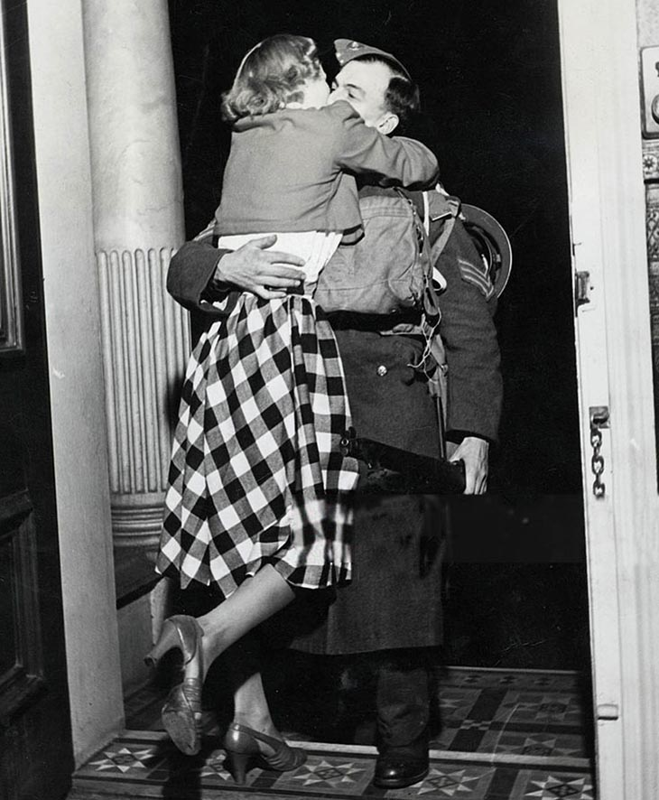 Wartime photos: Soldier Is Greeted With A Kiss From His Ecstatic Wife