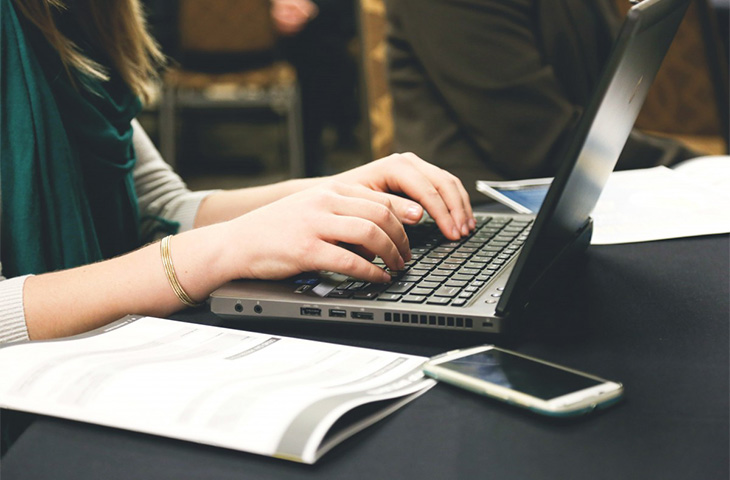 Benefits of Working as an Online Writer